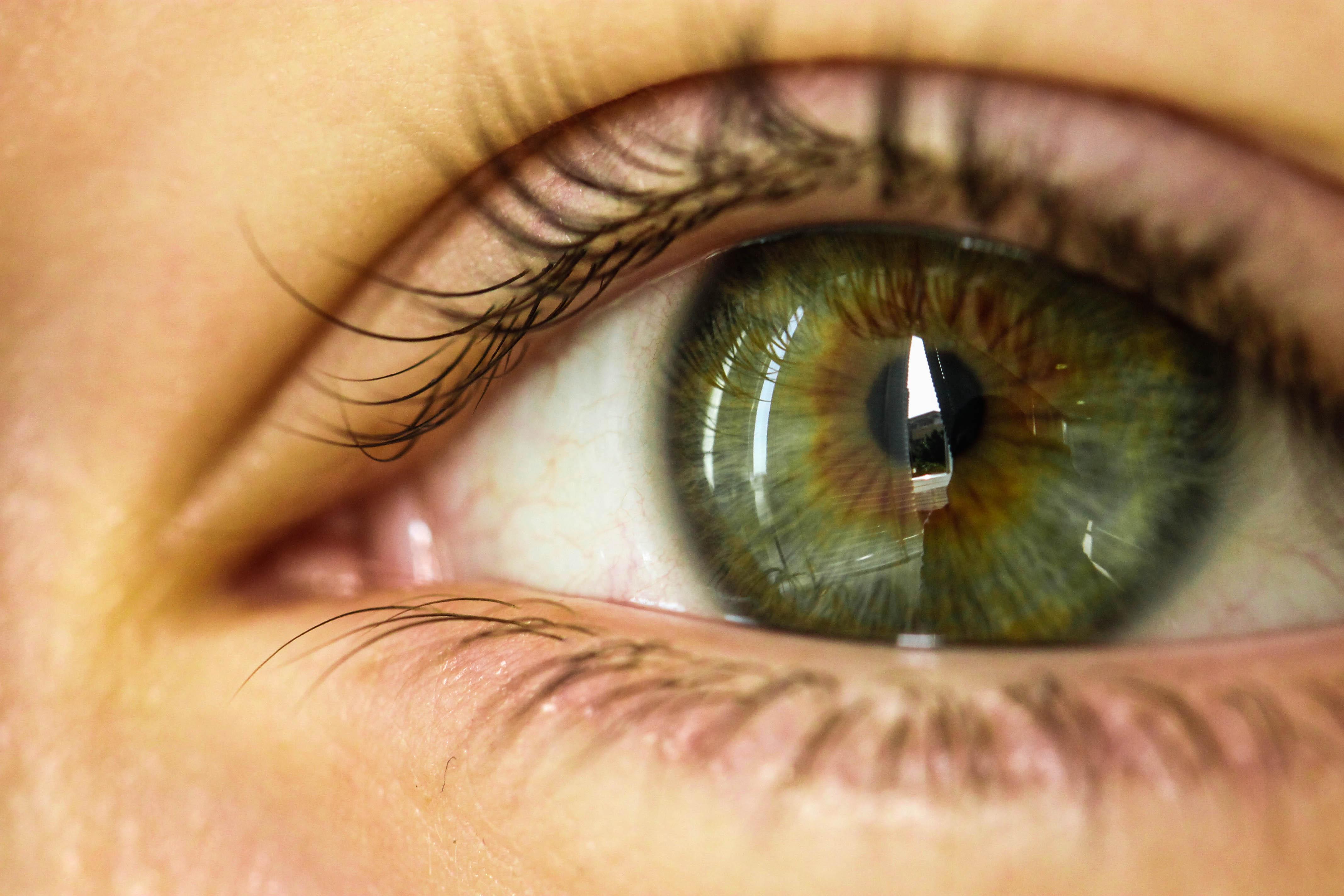 Как в домашних условиях изменить цвет глаз: 7 способов